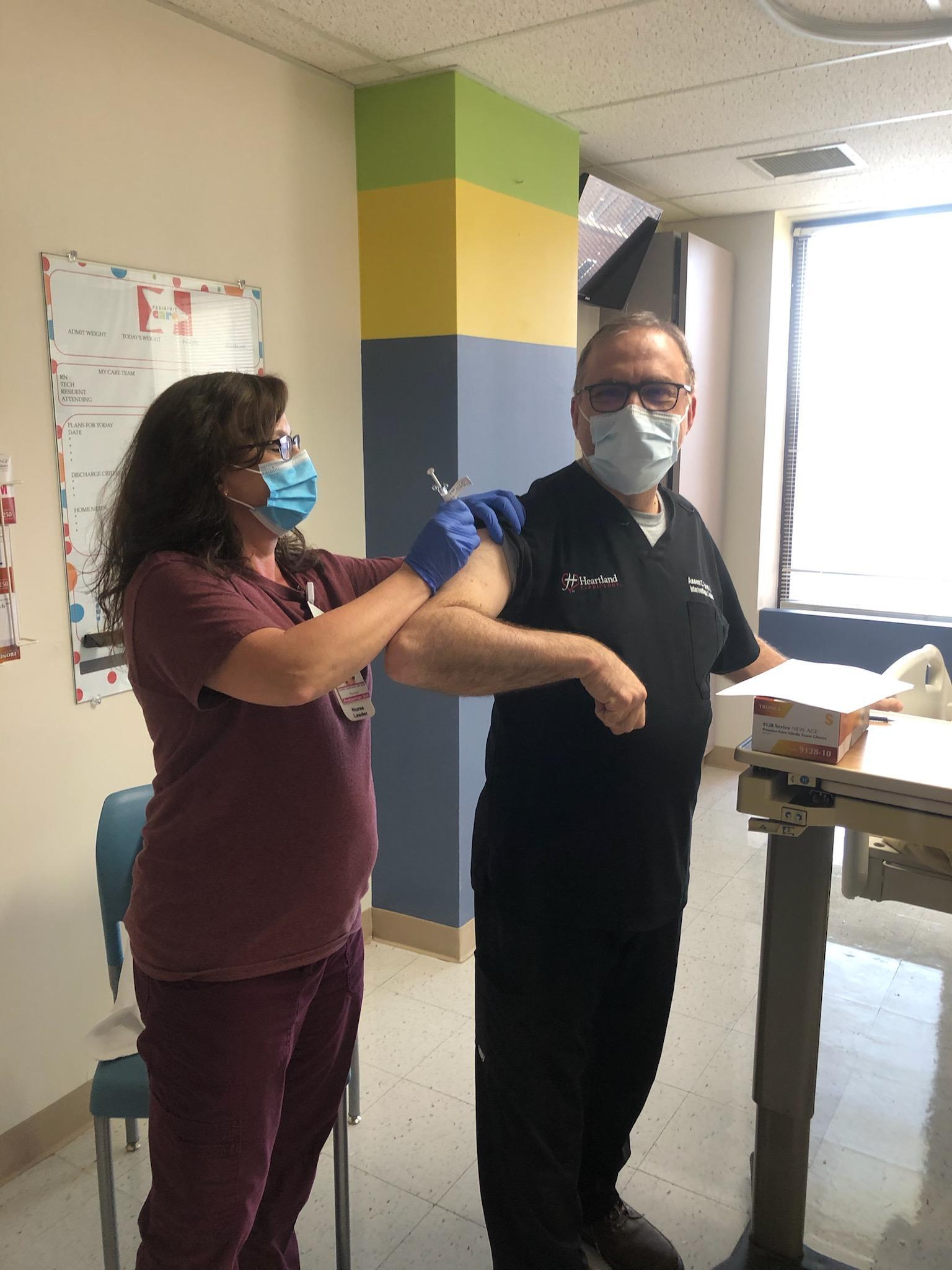 Heartland Providers Receiving the COVID Immunization!